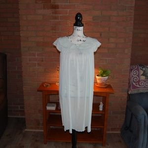 Shadowline Vintage Gown & Robe